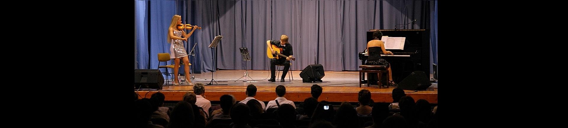 Glasbena skupina Glissando - edinstvena glasbena trojica (violina, klavir, kitara)